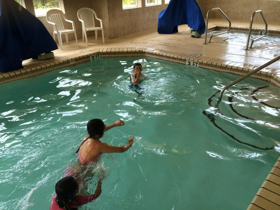 Country Inn & Suites by Radisson, Stone Mountain, GA: grandson and other kids having fun in the pool