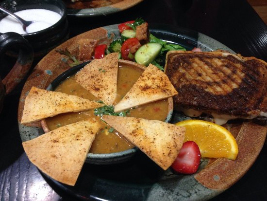 Apple Annie's Cafe : Chicken tortilla soup with half a ham and Swiss panini