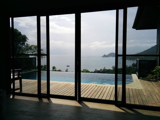 Koh Tao Heights Pool Villas: View from inside looking out