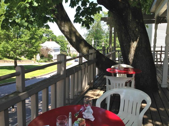 Mae's Cafe : Dining on the porch