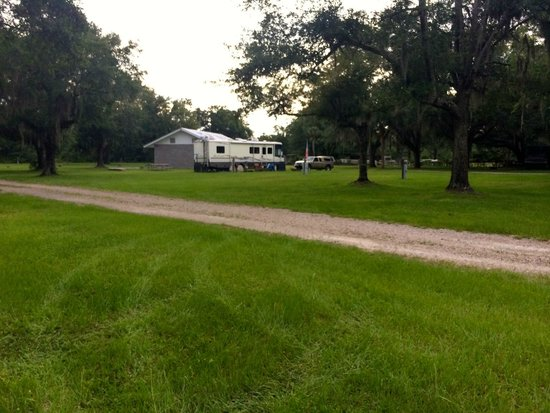 Rocky's Convenience Store & Campground: Rocky's