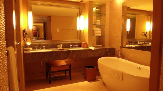 Marina Bay Sands: Club room 4752 bathroom