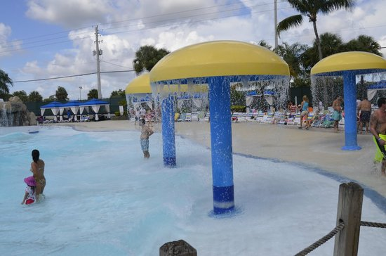 Rapids Water Park Surf Wave Pool
