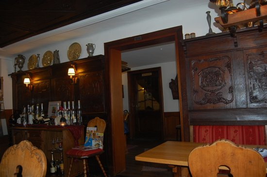 "Restaurant""Rur-Cafè"": Hand carved wooden decor"