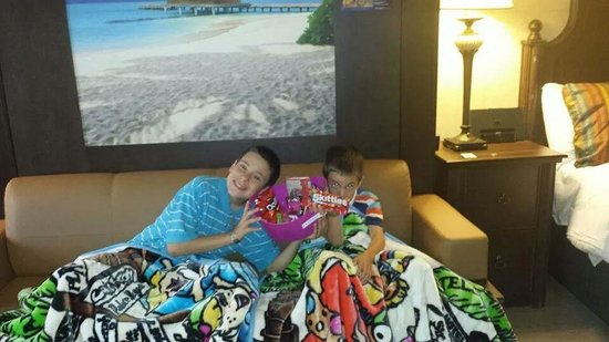 L'Hotel Quebec : my boys w/ their snack basket & blankets