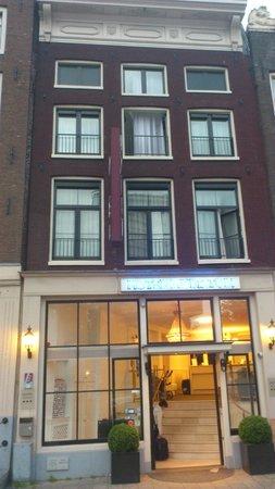 Hotel Multatuli: Fachada del hotel