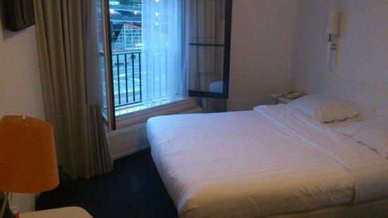 Hotel Multatuli: Interior habitación