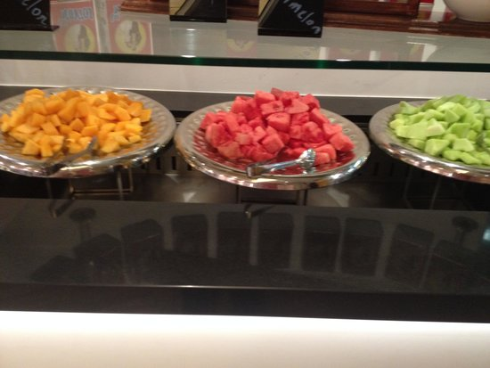 Four Points by Sheraton Brisbane: Buffet - fruit