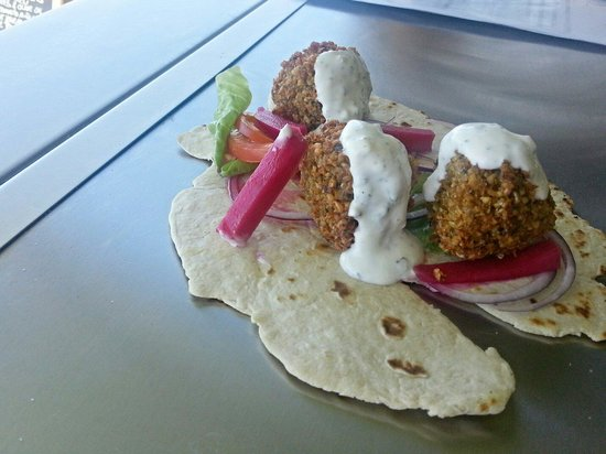 StrEatery 82 : Falafel balls, picked turnip and beetroot, red onion, little gem lettuce and vine tomato on home
