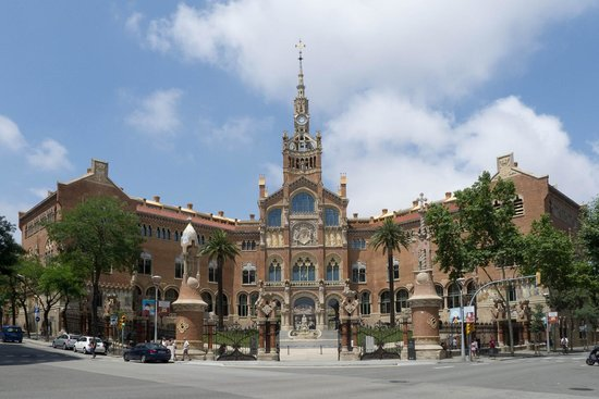 Sant Pau Recinte Modernista: The view from the front of the admin building