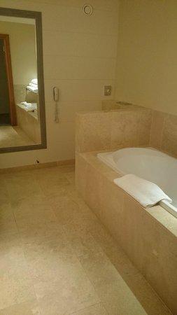 Monart: bathroom