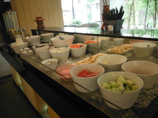 Quest Hotel Kuta: フルーツも種類豊富