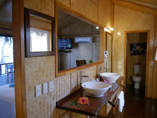 Aitutaki Lagoon Resort & Spa: Clean bathroom with beautiful smelling shampoo