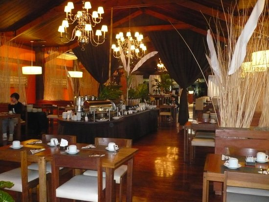 Raices Esturion Hotel: Breakfast buffet