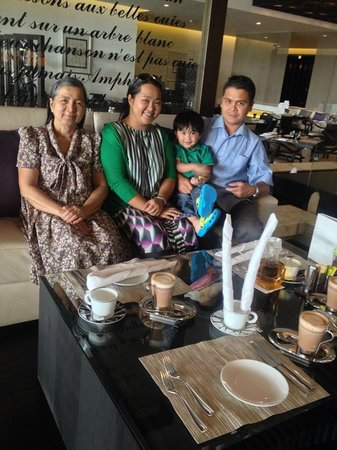 Sofitel Abu Dhabi Corniche: my family enjoying an afternoon tea:-)