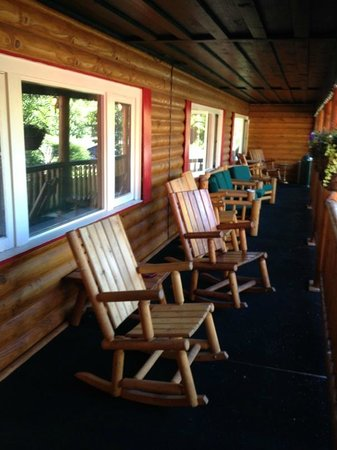 Brundage Inn: Welcoming front porch