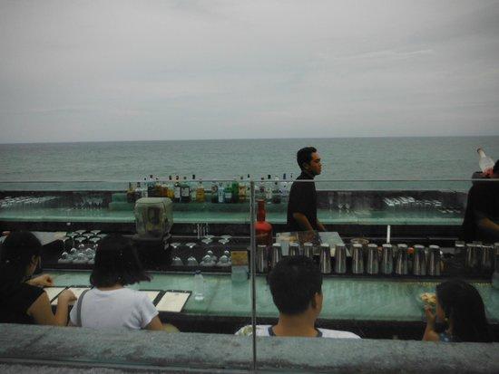 Rock Bar: カウンターからの眺め