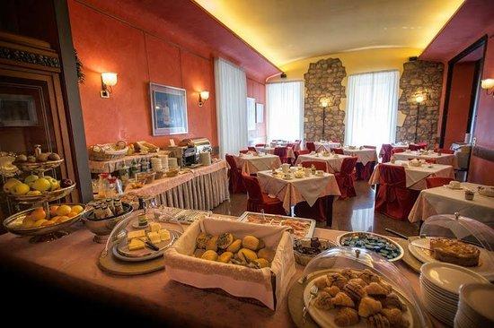 Hotel Colomba d'Oro: Colazione - Breakfast