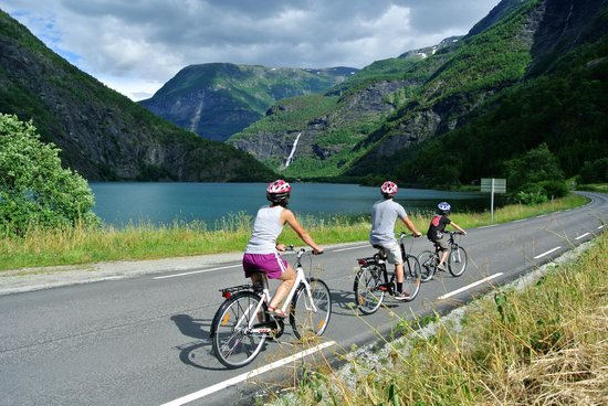 Adventure Tours Norway: Biking in to the Fortun valley
