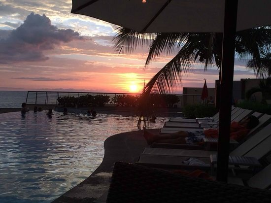 Sunset Plaza Beach Resort & Spa: Sunset from pool area