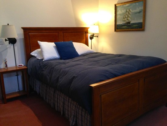 Taylor House Inn : Bed in the Little Room, Red Cottage