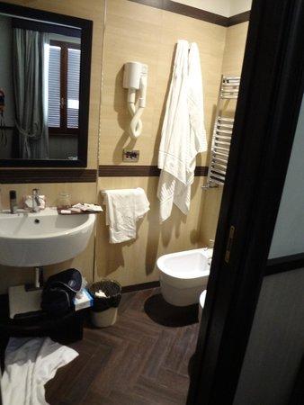 Borromeo Hotel: Bathroom