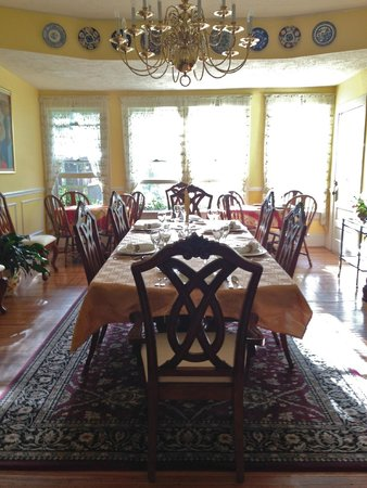 Taylor House Inn: Dining room in the inn