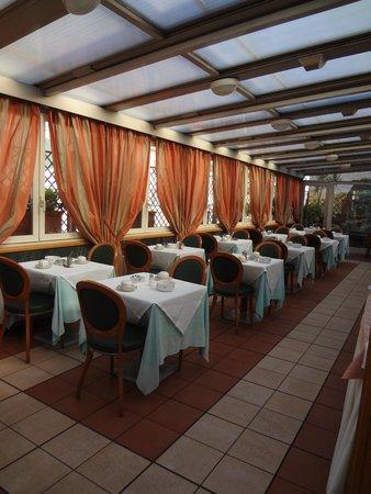 Borromeo Hotel: Breakfast area