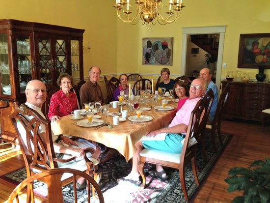 Taylor House Inn: Breakfast with new friends, what we like most about B&Bs