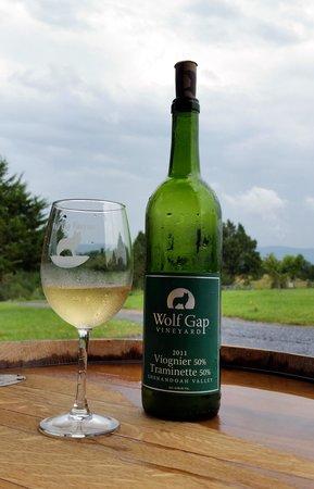 Wolf Gap Vineyard: Viognier-Traminette