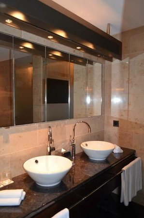 The Dolder Grand: Double sinks!  Gorgeous bathroom!
