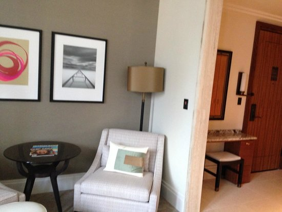 The Langham, Chicago: Spacious sitting area and wonderful closets