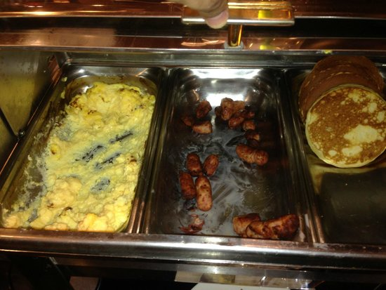 Mercure Besancon Parc Micaud: Hot buffet was cold and inedible.