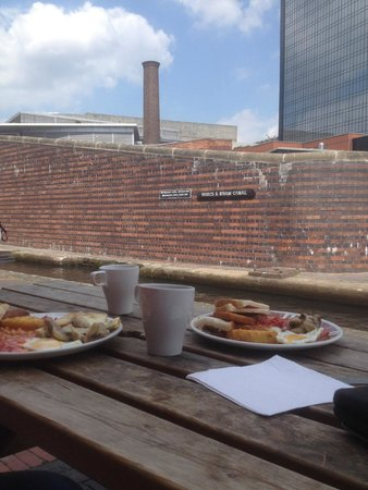 Canalside Cafe: A lovely morning out.