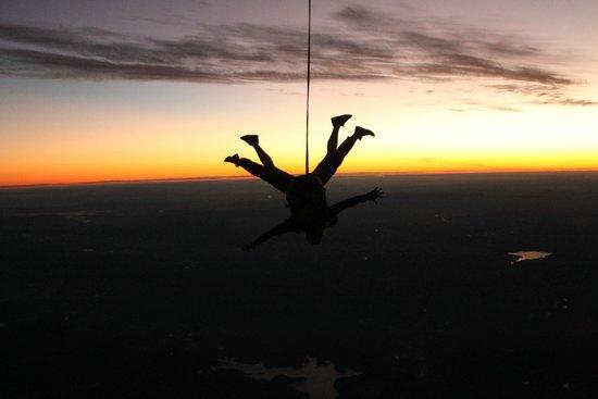 Sunshine Coast Skydivers: Sunset Skydive at Caloundra