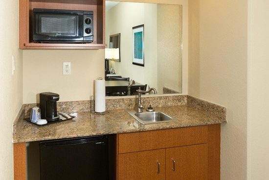 Holiday Inn Express & Suites Jacksonville - SE Med Center Area : Kitchenette