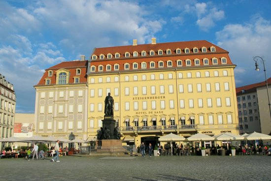 Steigenberger Hotel de Saxe: From the city square