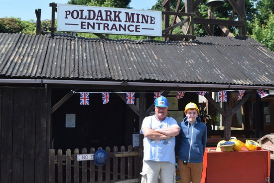 Poldark Mine : Entrance to the mine, wearing our helmets!