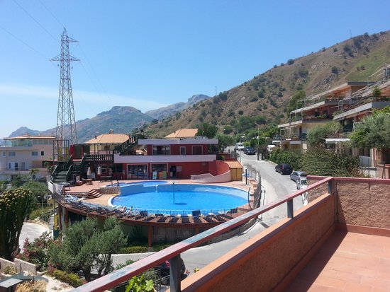 Residence Letojanni : piscina