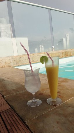 Hotel Capilla del Mar: Piscina - Piso 21
