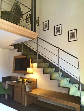 Babuino 181: Moncada Suite loft stairs