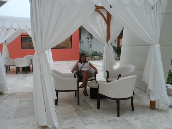 Crown Paradise Club Cancun : cerca al loby