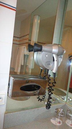 Ilunion Valencia 4: secador