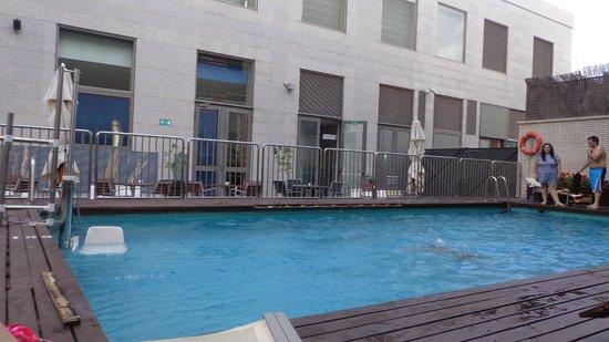 Ilunion Valencia 4: piscina