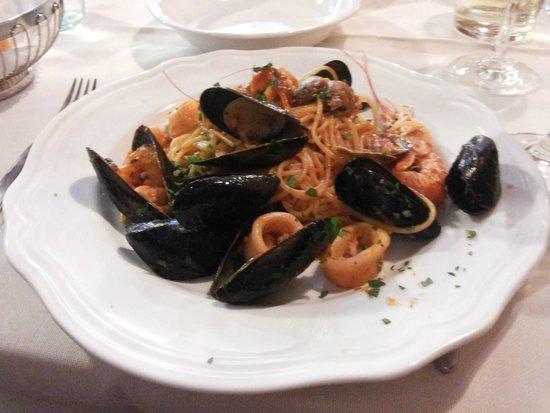 Taverna San Trovaso : Macarrão com frutos do mar