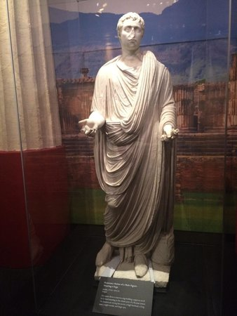 California Science Center: Honorary statue at Pompeii