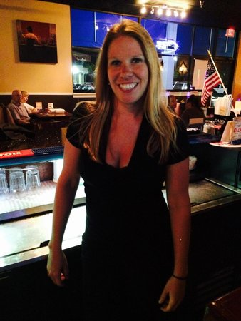 Romansa Cafe Restaurant: cute bartender
