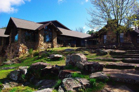 Petit Jean State Park: Back of Lodge