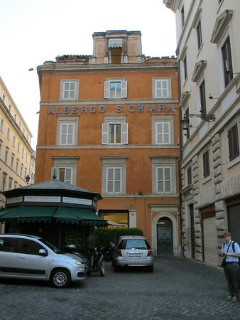 Hotel Albergo Santa Chiara : The Albergo one side