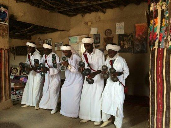 Viajes Marruecos 4x4: Parada en el pueblo de Khamlia
